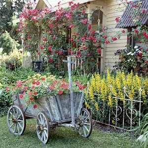 vintage-style-garden-decorations-backyard-ideas