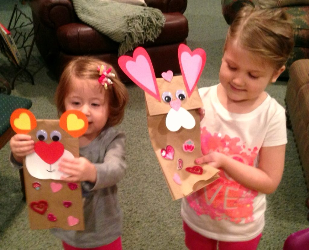 Heart Art! Arts & crafts with kids. www.mytributejournal.com